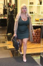 Sophia Vegas Does some last minute Christmas shopping on Rodeo Drive