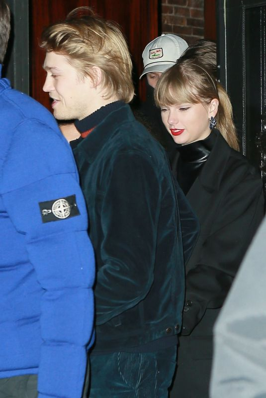 Taylor Swift Heading out in New York