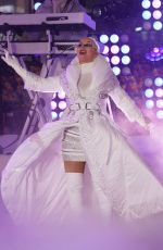 Christina Aguilera Performs on NYE in Times Square in NYC