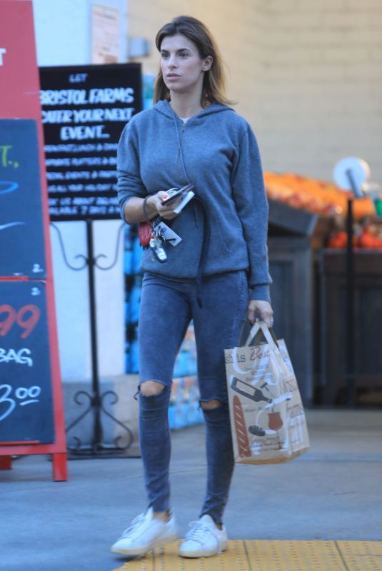 Elisabetta Canalis Picking up a few groceries at Bristol Farms in Beverly Hills