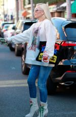 Gwen Stefani Shows off her love of cats as she leaves a medical building in Beverly Hills
