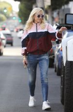 Gwen Stefani Steps out for some weekend shopping in Beverly Hills