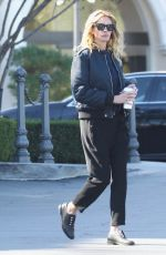 Julia Roberts Spotted grabbing coffee fromThe Commons mall in Calabasas
