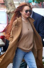 Lindsay Lohan Leaves her apartment in NYC