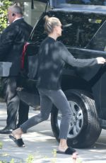 Molly Sims and husband Scott Stuber get picked up by a limo ahead of the Golden Globe Awards in L.A.