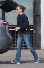 Natalie Portman Does some grocery shopping in Los Feliz