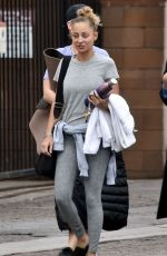 Nicole Richie Heads to a yoga class in Los Angeles