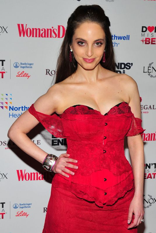 Alexa Ray Joel At Woman