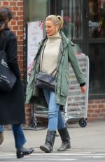Cameron Diaz Taking a stroll with friends in New York City