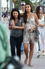 Isabela Grutman Goes for a stroll with friends in Miami