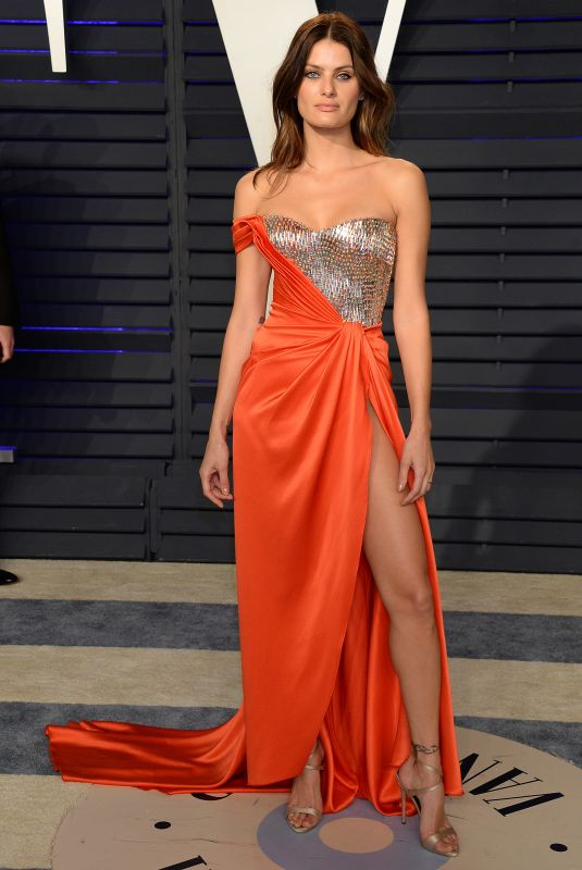 Isabeli Fontana At 2019 Vanity Fair Oscar Party in Los Angeles