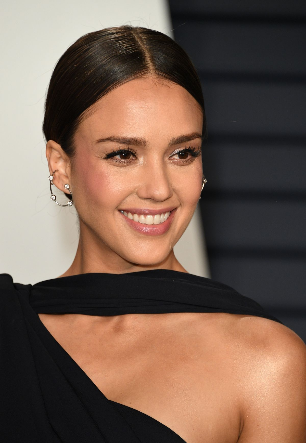Jessica Alba At 2019 Vanity Fair Oscar Party in Beverly ...