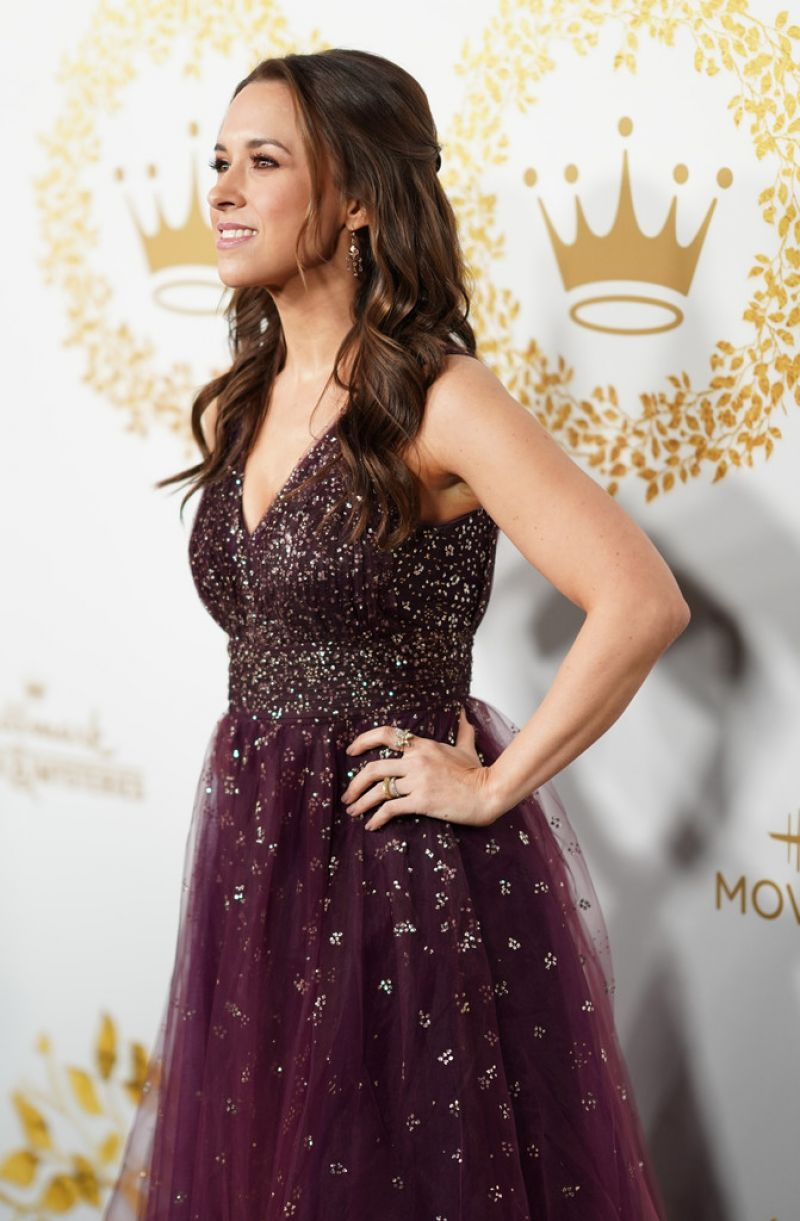lacey chabert at hallmark movies mysteries 2019 winter tca tour in pasadena celebzz. Black Bedroom Furniture Sets. Home Design Ideas