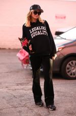 Paris Hilton Heading to the hair salon in Los Angeles