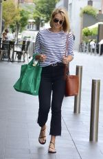 Sylvia Jeffreys Leaves Woolworths after meeting her former work friend Shaun White for coffee in Double bay