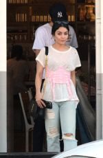Vanessa Hudgens Steps out for dinner with boyfriend Austin Butler in Los Angeles