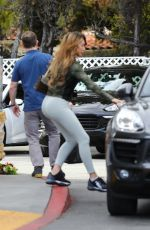 Farrah Abraham Gets picked up curbside at Bristol Farms