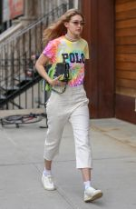 Gigi Hadid Arriving at her apartment in NYC