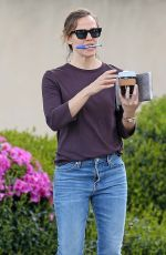 Jennifer Garner Keeps her morning busy in Brentwood
