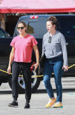Jennifer Garner Stops by a Custom Framing store with her assistant In Culver City