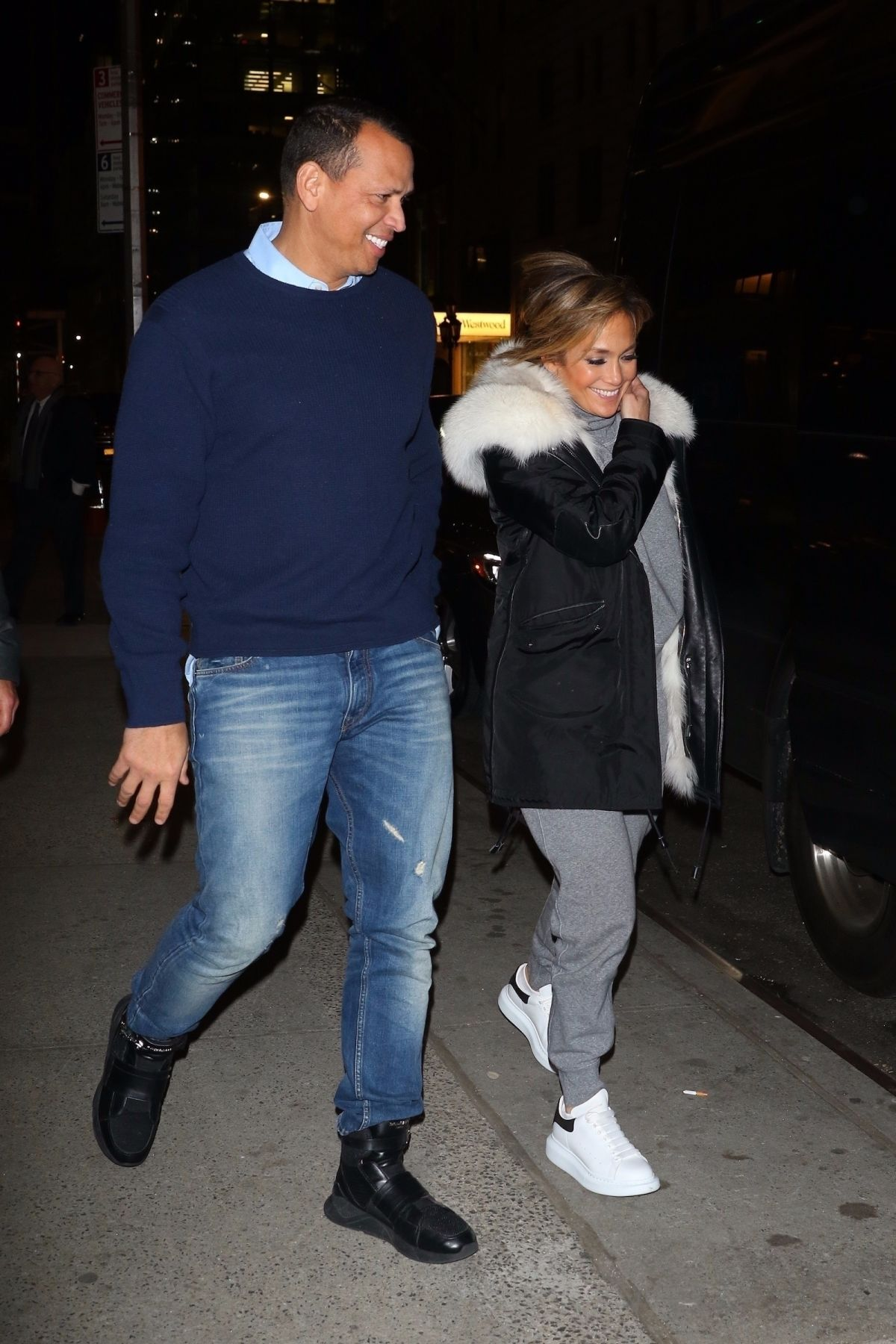 Jennifer Lopez and Alex Rodriguez are all smiles on a date ...