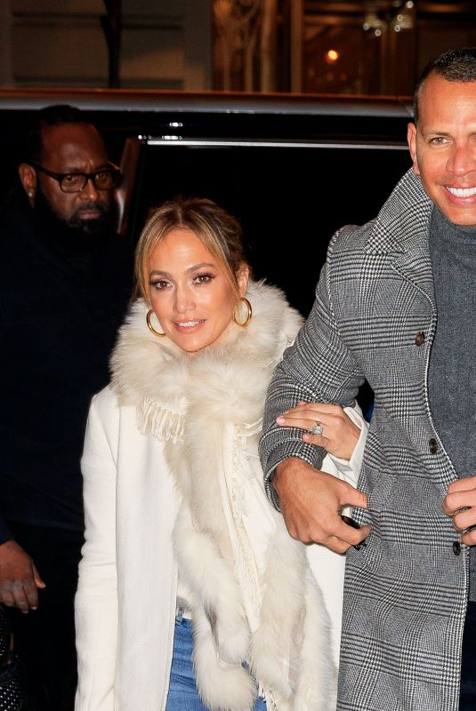 Jennifer Lopez Flashes her big engagement ring when out for dinner with beau Alex Rodriguez in New York