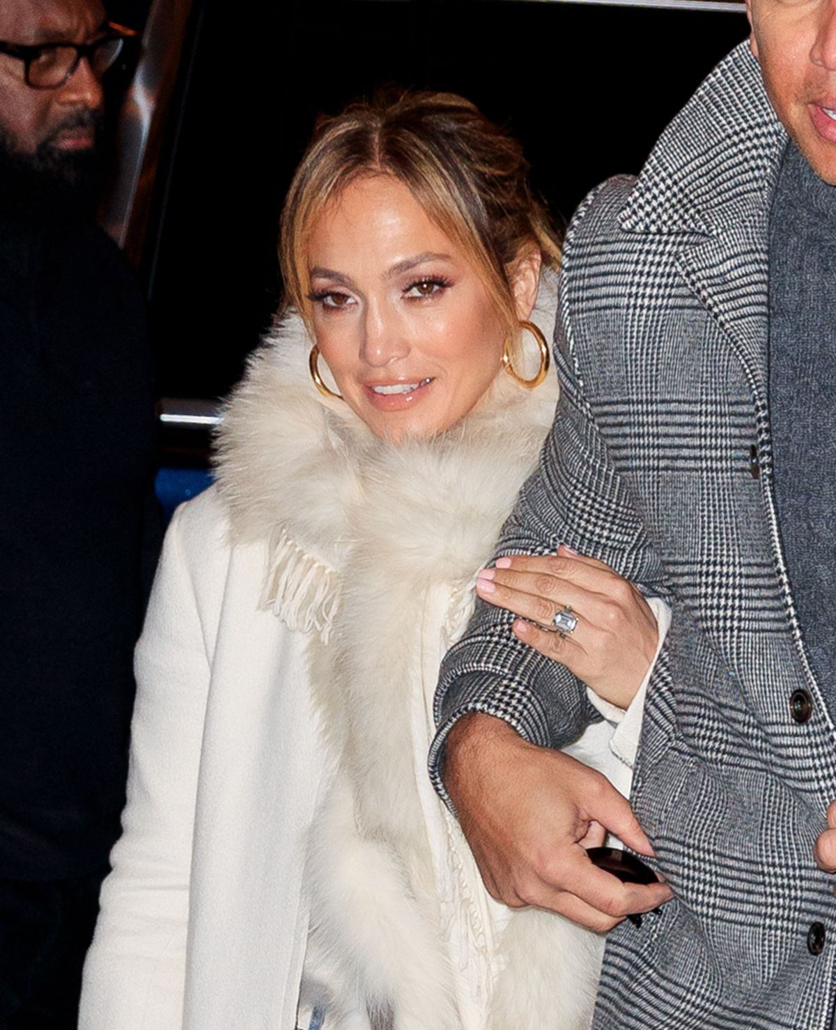 Jennifer Lopez Flashes her big engagement ring when out ...