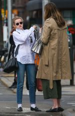 Julia Garner Is out in busy New York City waiting curbside for her cab