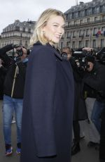 Karlie Kloss Arriving to the Stella McCartney fashion show in Paris
