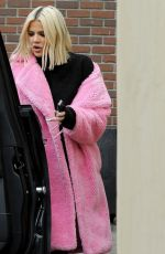 Khloe Kardashian In pink at the beauty salon In Los Angeles