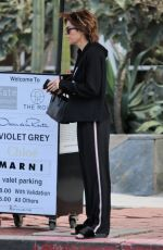 Lisa Rinna Picks up her ride from the valet after shopping trip in Los Angeles