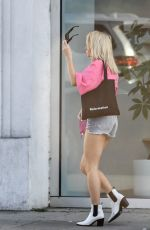 Lottie Moss Shopping in LA