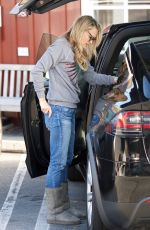 Molly Sims Getting lunch in Brentwood