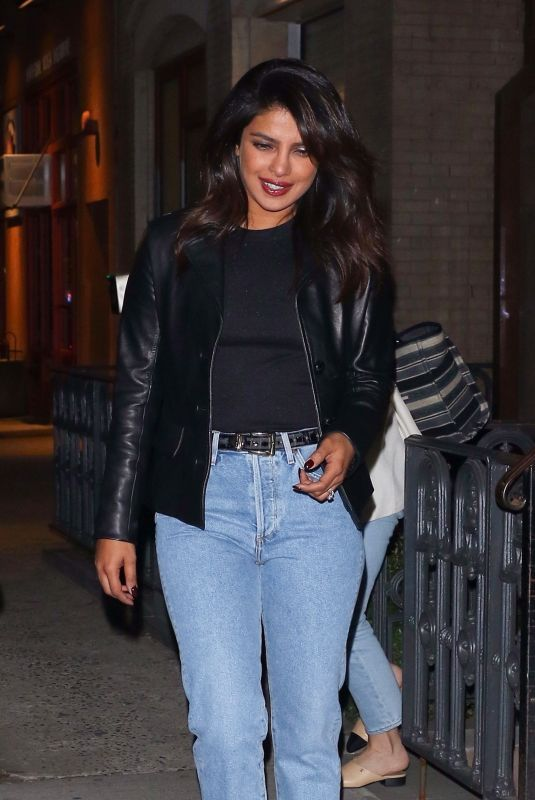 Priyanka Chopra Dresses down as she steps out of a friend