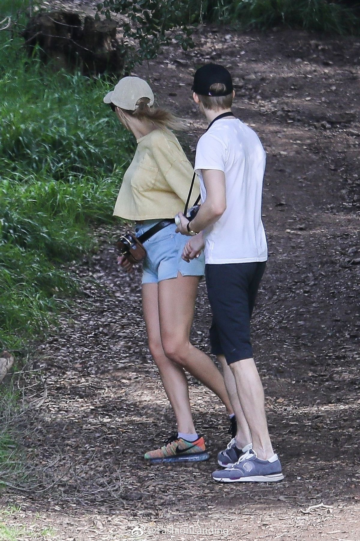 Taylor Swift and her boyfriend at the Franklin Canyon Park ...