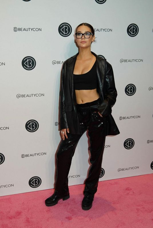 Amanda Steele At 2019 Beautycon New York Festival