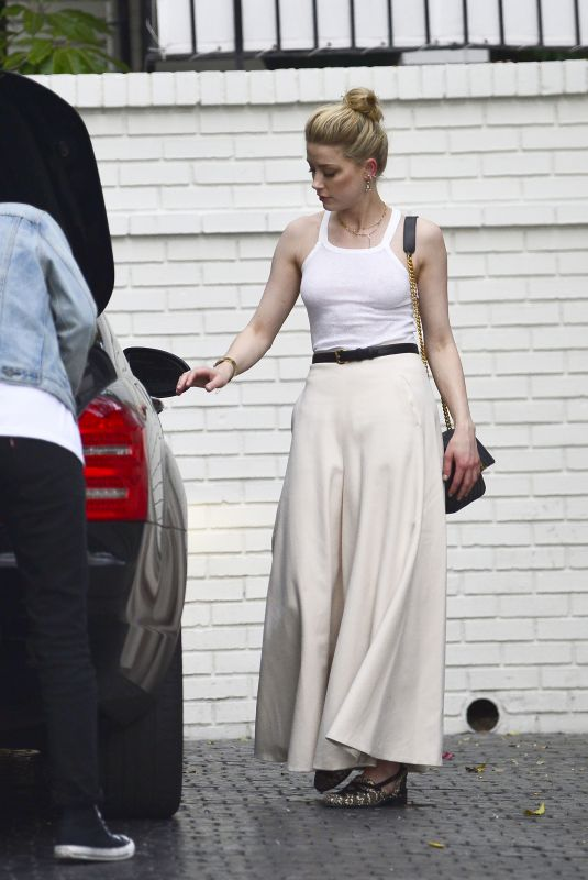 Amber Heard Arrives at the Chateau Marmont Hotel in Los Angeles