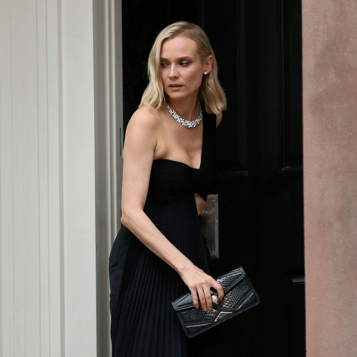 Flat In New York: Diane Kruger Leaving Her Apartment In New York