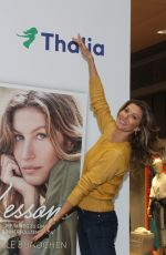 Gisele Bundchen During her visit of Thalia Book Store