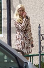 Gwen Stefani and Blake Shelon spend Easter at Church in Los angeles