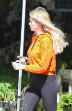 Ireland Baldwin Sharing her burger with one of her dogs while spending time with Corey Harper in LA