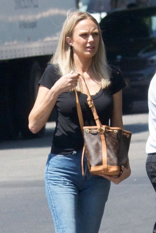 Melissa Ordway Getting coffee on Melrose Place in LA