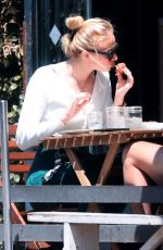 Sophie Turner Out for lunch at Alfred