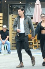 Vanessa Hudgens Flaunts Perfect Abs While Grabbing Lunch With Austin Butler In Los Angeles