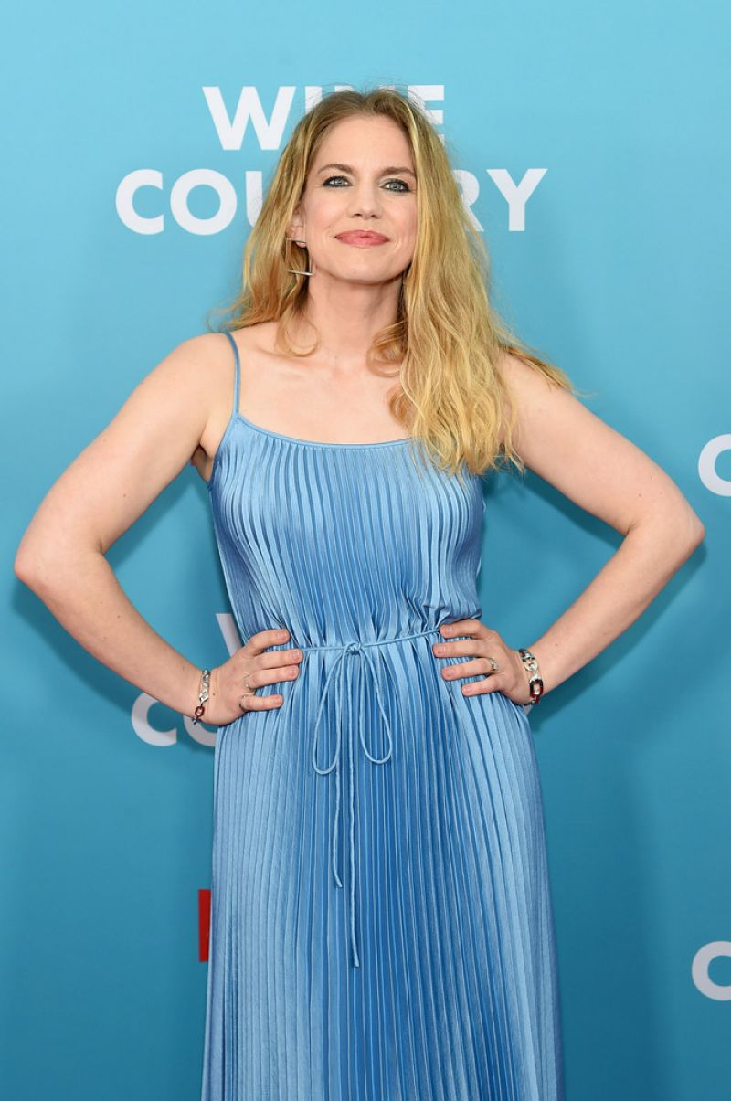 """Anna Chlumsky At Premiere of Netflix """"Wine Country"""" in New"""
