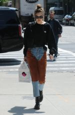 Gigi Hadid Arriving home after shopping in Midtown New York