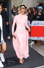Hailey Baldwin Heads To the 2019 Met Gala red carpet in New York