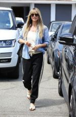 Heidi Klum Steps out of a Los Angeles salon