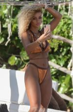 Jena Frumes Snaps selfies while relaxing at the beach with Jilly Anais in Tulum