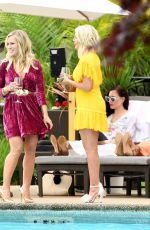 Jennie Garth & Tori Spelling On the set of BH90210 in Vancouver